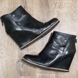 UGG Amal black leather wedge ankle booties 9.5